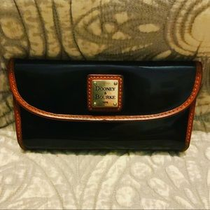 Vntg black patent leather Dooney & Bourke wallet